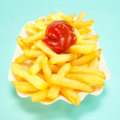 Ketchup「French fries with tomato ketchup, close-up」:スマホ壁紙(12)