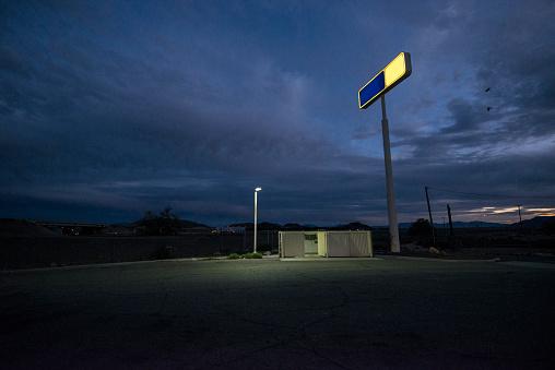 Parking Lot「Alley/parking lot behind remote gas station.」:スマホ壁紙(16)