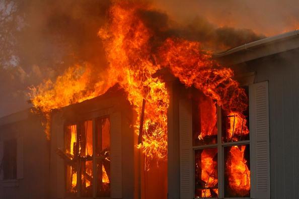 House「Santa Ana Winds Stoke Wildfires In Southern California」:写真・画像(4)[壁紙.com]