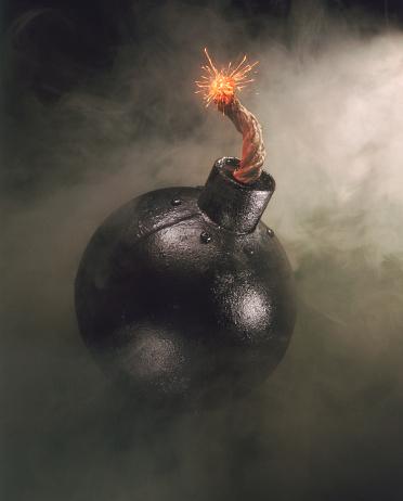 Bomb「Lit cannonball」:スマホ壁紙(18)