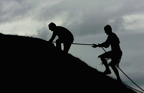 Effort「GBR: Competitors Participate In The Tough Guy Challenge 2004」:写真・画像(3)[壁紙.com]