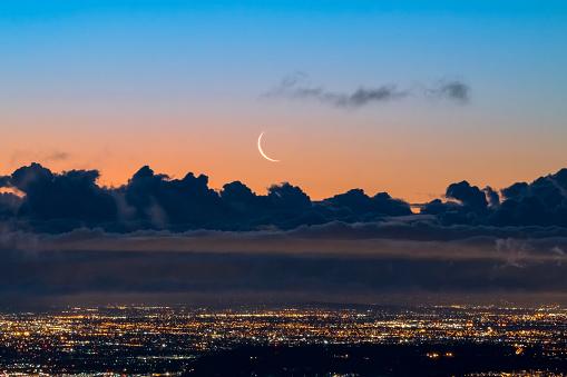 City Of Los Angeles「Crescent Moon Rising over Los Angeles at Dawn」:スマホ壁紙(4)
