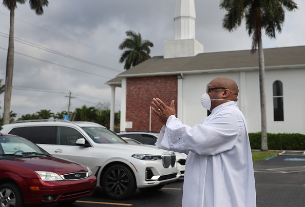 Church「Fort Lauderdale's Sunshine Cathedral Holds Drive-In Easter Service」:写真・画像(5)[壁紙.com]