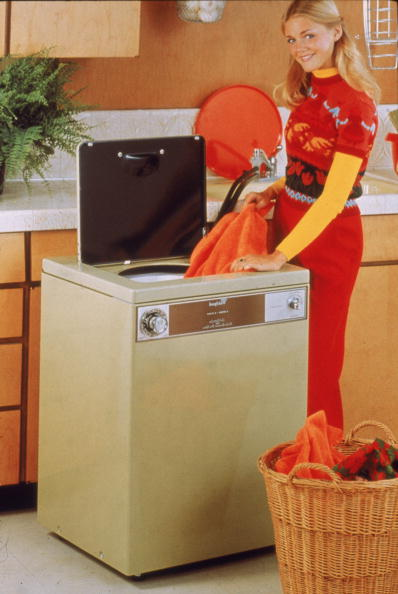 Laundry「A Woman Does Laundry」:写真・画像(1)[壁紙.com]
