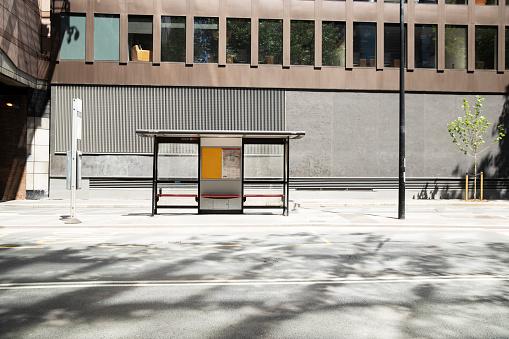 Bus Stop「UK, England, London, Bus stop on empty street」:スマホ壁紙(7)