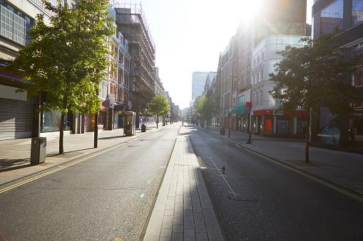 Oxford Street - London「UK, England, London, Sun shining over emptyOxford Street」:スマホ壁紙(1)