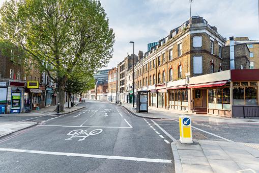 Road Marking「UK, England, London, Empty city street during COVID-19 pandemic」:スマホ壁紙(9)