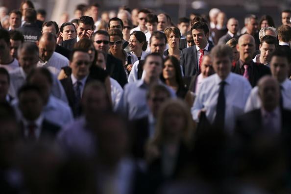人物「London City Workers Walk Across Thames Bridges」:写真・画像(15)[壁紙.com]