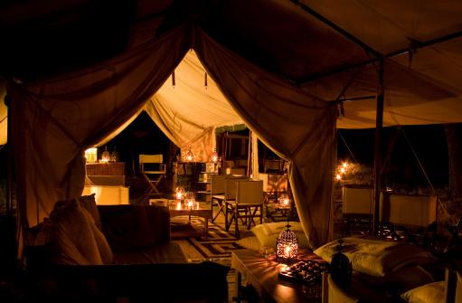 Safari「Tented safari camp by night」:スマホ壁紙(18)