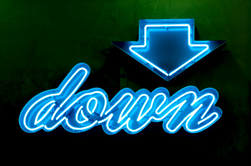 Single Word「Classic Americana Neon Blue Down Sign and Arrow」:スマホ壁紙(2)