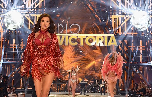 Victoria's Secret「2016 Victoria's Secret Fashion Show in Paris - Show」:写真・画像(5)[壁紙.com]