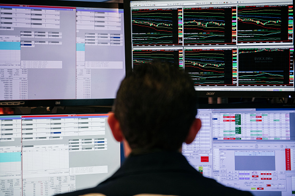 Stock Market and Exchange「Dow Plunges For Second Straight Day On Coronavirus Disruption Fears」:写真・画像(12)[壁紙.com]