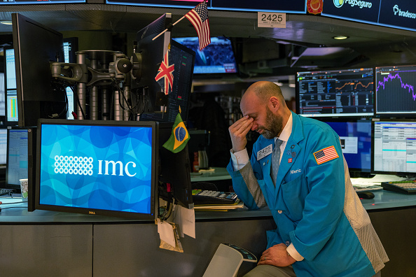 Economy「Stocks Drop Sharply Across World Markets Due To Fears Over Spreading Of Coronavirus And Dim Economic Reports」:写真・画像(6)[壁紙.com]