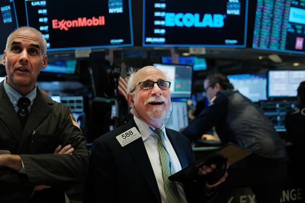 New York Stock Exchange「Dow Jones Industrial Average Closes At New High, Crossing Over 28,000」:写真・画像(10)[壁紙.com]
