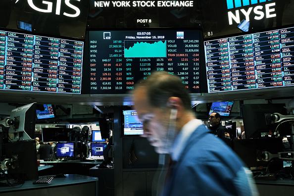 New York Stock Exchange「Dow Jones Industrial Average Closes At New High, Crossing Over 28,000」:写真・画像(17)[壁紙.com]
