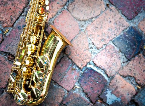 Rock Music「Contrasting textures: gleaming golden sax on rough raw bricks」:スマホ壁紙(12)