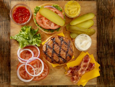Bacon Cheeseburger「Preparing a Hamburger」:スマホ壁紙(15)