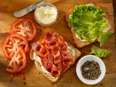 Mayonnaise「Preparing a BLT Sandwich」:スマホ壁紙(18)