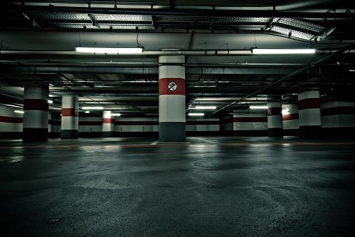Parking Lot「Empty Parking Garage with No Smoking Sign」:スマホ壁紙(10)