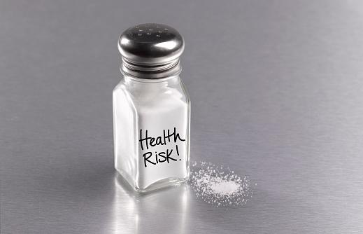 Spilling「Salt in salt cellar with spilt salt, warning health risk」:スマホ壁紙(4)