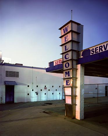 Motel「Empty drive-thru building at sunrise」:スマホ壁紙(1)