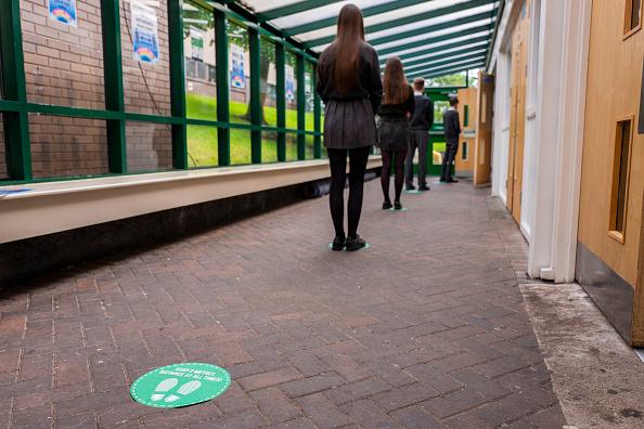 Entrance「Pupils Practice Social Distancing At Longdendale High School」:写真・画像(6)[壁紙.com]