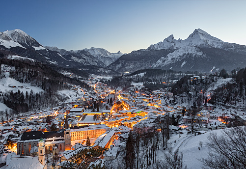 Rooftop「Night winter aerial panorama of Berchtesgaden old town, Germany」:スマホ壁紙(16)
