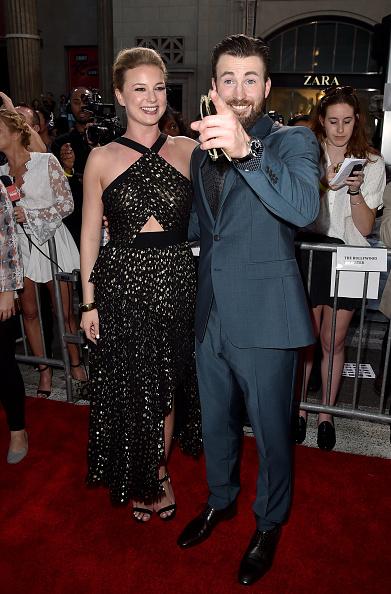"Emily VanCamp「Premiere Of Marvel's ""Captain America: Civil War"" - Red Carpet」:写真・画像(11)[壁紙.com]"