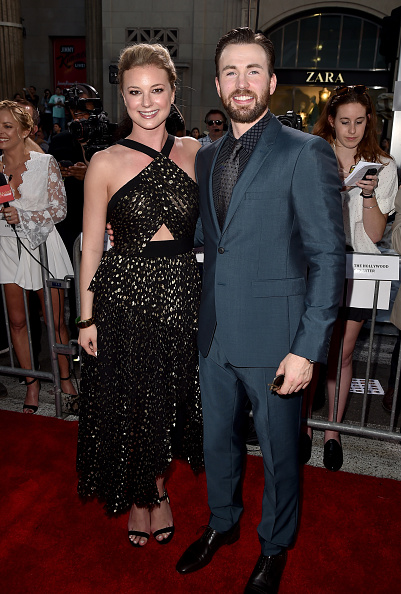 "Emily VanCamp「Premiere Of Marvel's ""Captain America: Civil War"" - Red Carpet」:写真・画像(1)[壁紙.com]"