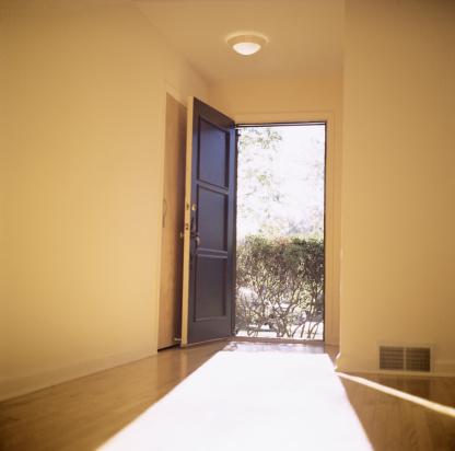 Front Door「Open doorway with light flooding in」:スマホ壁紙(6)