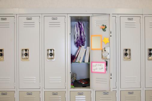Locker「Open locker in high school」:スマホ壁紙(9)