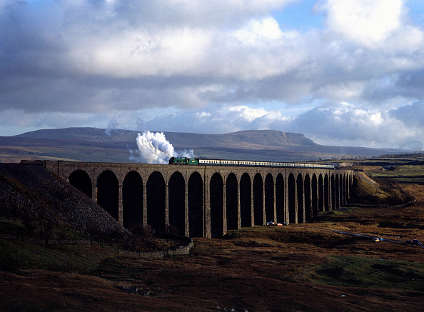 Rail Transportation「Cumbrian Mountain Express. No.850 Lord Nelson crosses Ribblehead Viaduct heading north. 24.01.1981.」:写真・画像(18)[壁紙.com]