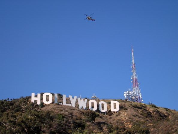 Sign「Wildfires Sparked On Hollywood Hills」:写真・画像(2)[壁紙.com]