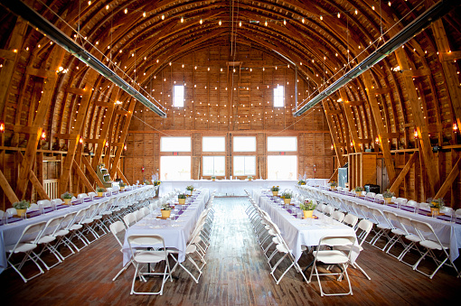 Celebration「barn interior set up for a wedding reception」:スマホ壁紙(18)