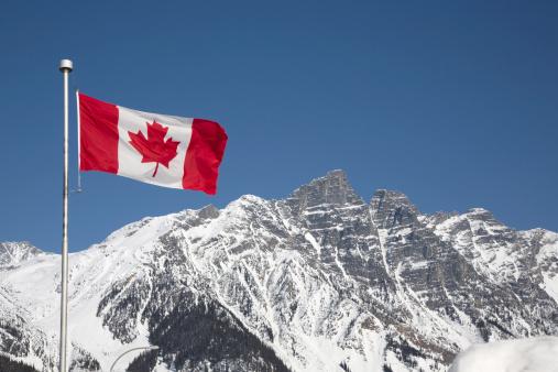 かえでの葉「Canada flag in mountains」:スマホ壁紙(15)