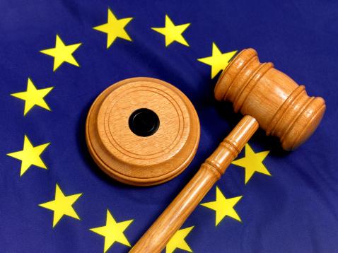 Legal System「EU flag and gavel」:スマホ壁紙(14)
