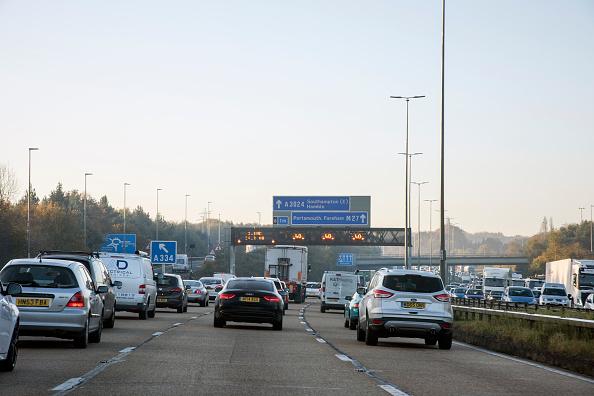 Traffic「M27 Motorway During Morning Rush-Hour 2017.」:写真・画像(3)[壁紙.com]