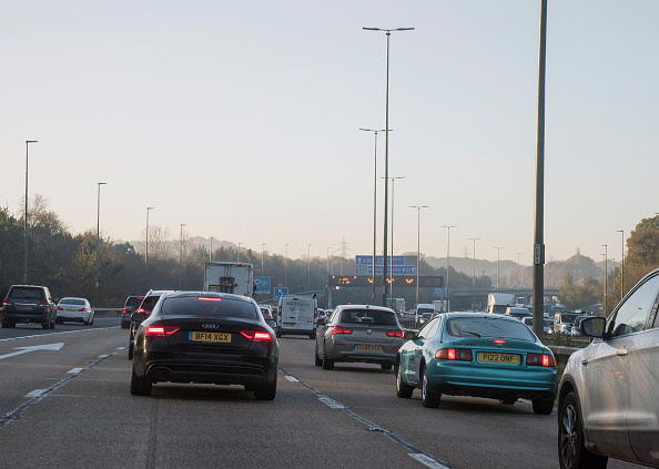 Traffic「M27 Motorway During Morning Rush-Hour 2017.」:写真・画像(0)[壁紙.com]