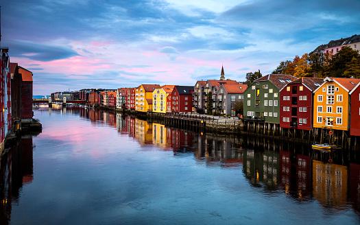 River「Trondheim view from Old Town Bridge - Norway」:スマホ壁紙(5)