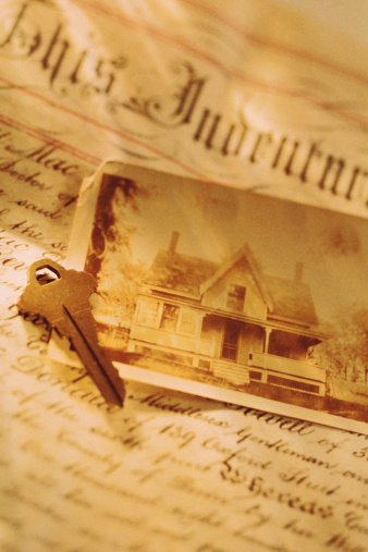 Deed「Key and photo of house with deed」:スマホ壁紙(11)