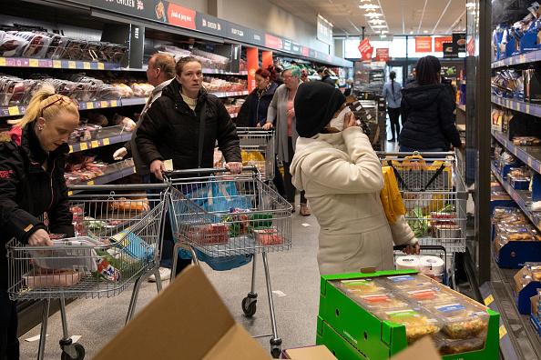 Supermarket「The UK Adjusts To Life Under The Coronavirus Pandemic」:写真・画像(2)[壁紙.com]