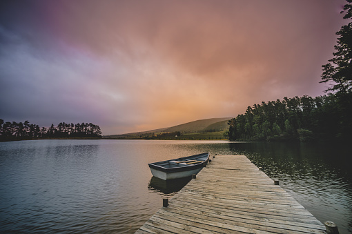 Recreational Boat「Wide shot of a Moored rowboat and jetty serenity scene at dawn」:スマホ壁紙(19)