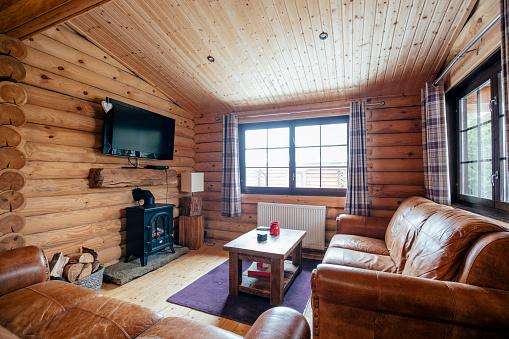 Log Cabin「Cozy Living Room」:スマホ壁紙(11)