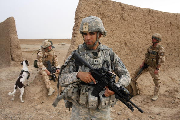 Army Soldier「British Paratroopers Conduct Operation 'Southern Beast' In Afghanistan」:写真・画像(6)[壁紙.com]