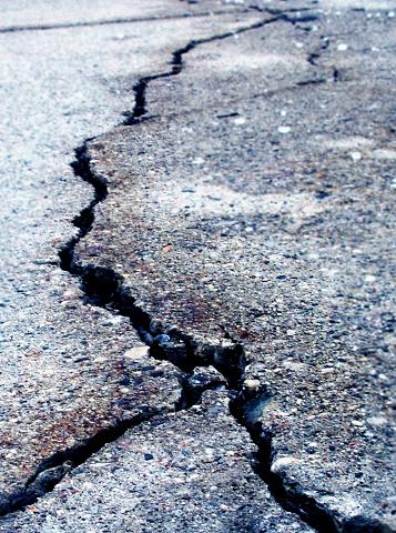 Earthquake「Cracked asphalt」:スマホ壁紙(12)