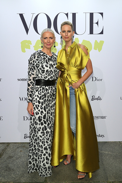 Gold Dress「Vogue Party In Berlin」:写真・画像(18)[壁紙.com]