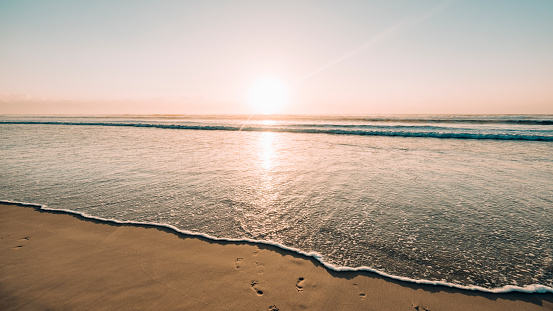 Queensland「Sunrise Over the Waves」:スマホ壁紙(14)