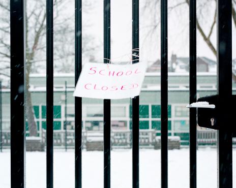 Inconvenience「Sign on railings saying school closed」:スマホ壁紙(12)