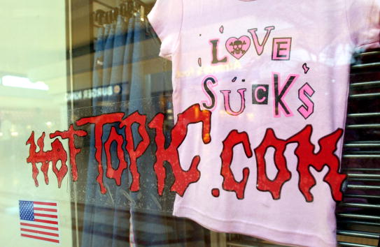 トピックス「Hot Topics Retail Store in California」:写真・画像(1)[壁紙.com]