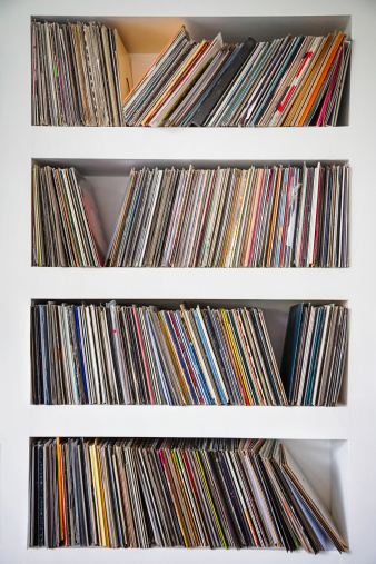 Greed「Vinyl records collection in custom wall shelves」:スマホ壁紙(5)